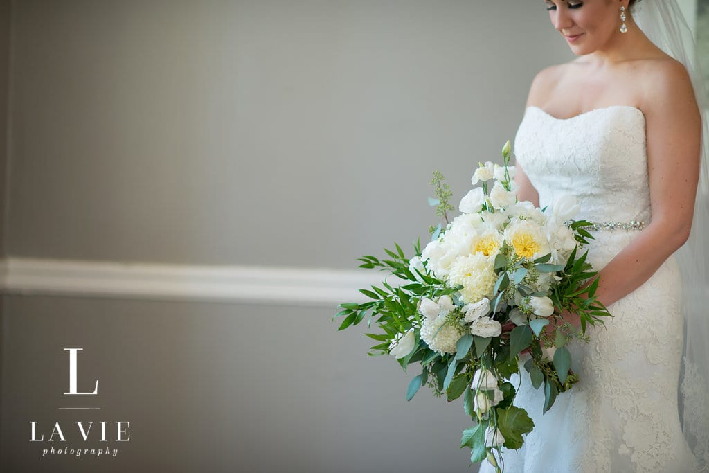 Calhoun Beach Club, LaVie Photography, white and green wedding flowers, summer wedding, indoor wedding, Minneapolis wedding, Minneapolis wedding venues, classy wedding colors, Calhoun Beach Club wedding florist, Minneapolis wedding florist, Minnesota wedding florist, Artemisia Studios