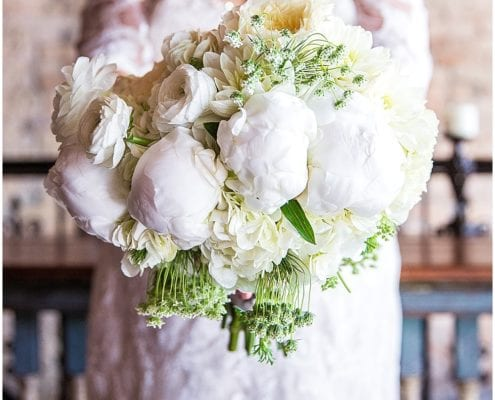 Spring wedding floral designed by Minneapolis wedding florist Artemisia Studios. Photos by Emeott Photography.