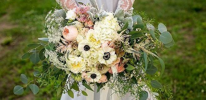 Minnesota Bride, enchanted treehouse, hope Glen Farm, Jeannine Marie Photography, Artemisia Studios, Minneapolis wedding florist, Minnesota wedding florist, bridal bouquet, Minnesota wedding