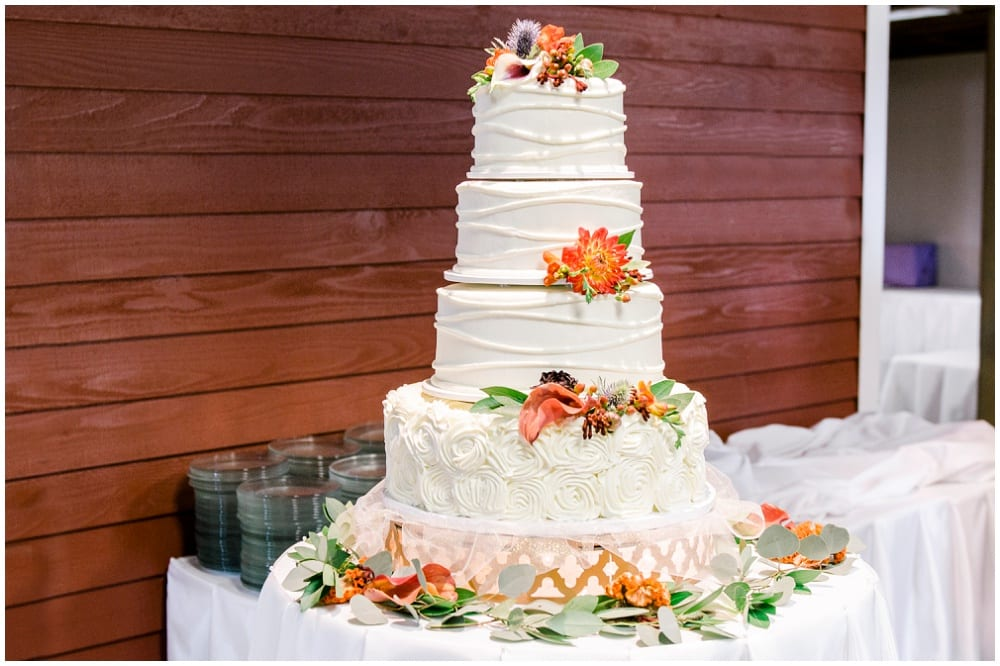 Jill Johnson Photography, Earle Brown Heritage Center, fall wedding, Minneapolis wedding, fall wedding floral, wedding floral, wedding flowers, fall flowers, cake flowers, wedding cake, cake, fall wedding cake