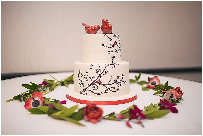 Olympic Hills Golf Club, cake, wedding cake, flowers, floral, cake display